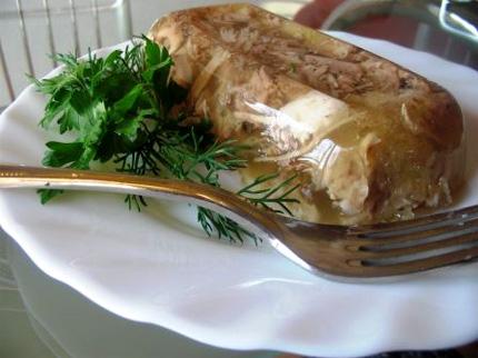 соль. чеснок. перец горошком. желатин 2 упаковки по 15 гр. Рецепт холодец из курицы. лавровый лист.