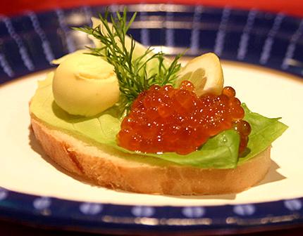 рецепт салатов с красной икрой с фото