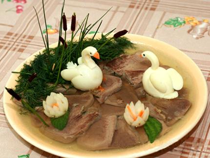 Украшение салатов и других блюд.  URL.