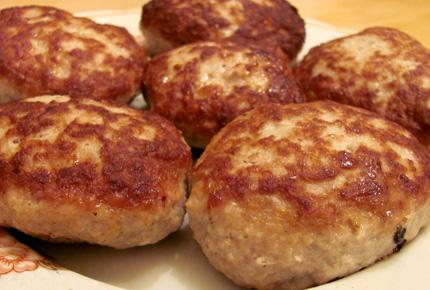 Рецепт Котлеты из говядины, cостав: говядина, хлеб белый, молоко или...