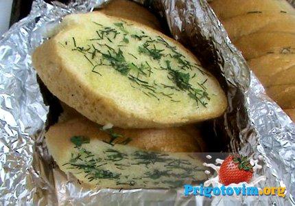 хлеб с базиликом и чесноком